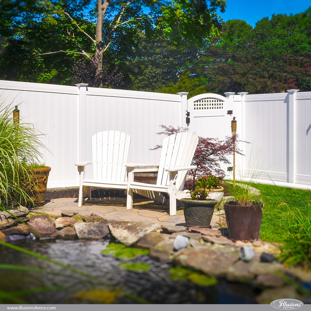 Privacy Classic White PVC Vinyl Fence with Accent Gate